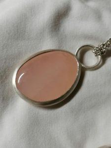 Amulet s růženínem